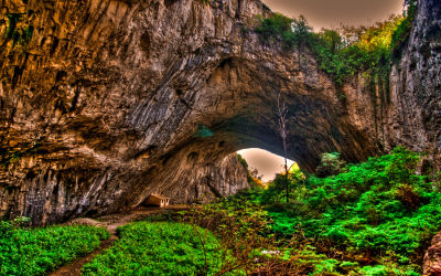 Massive caves in Bulgaria: Evidences of prehistoric life