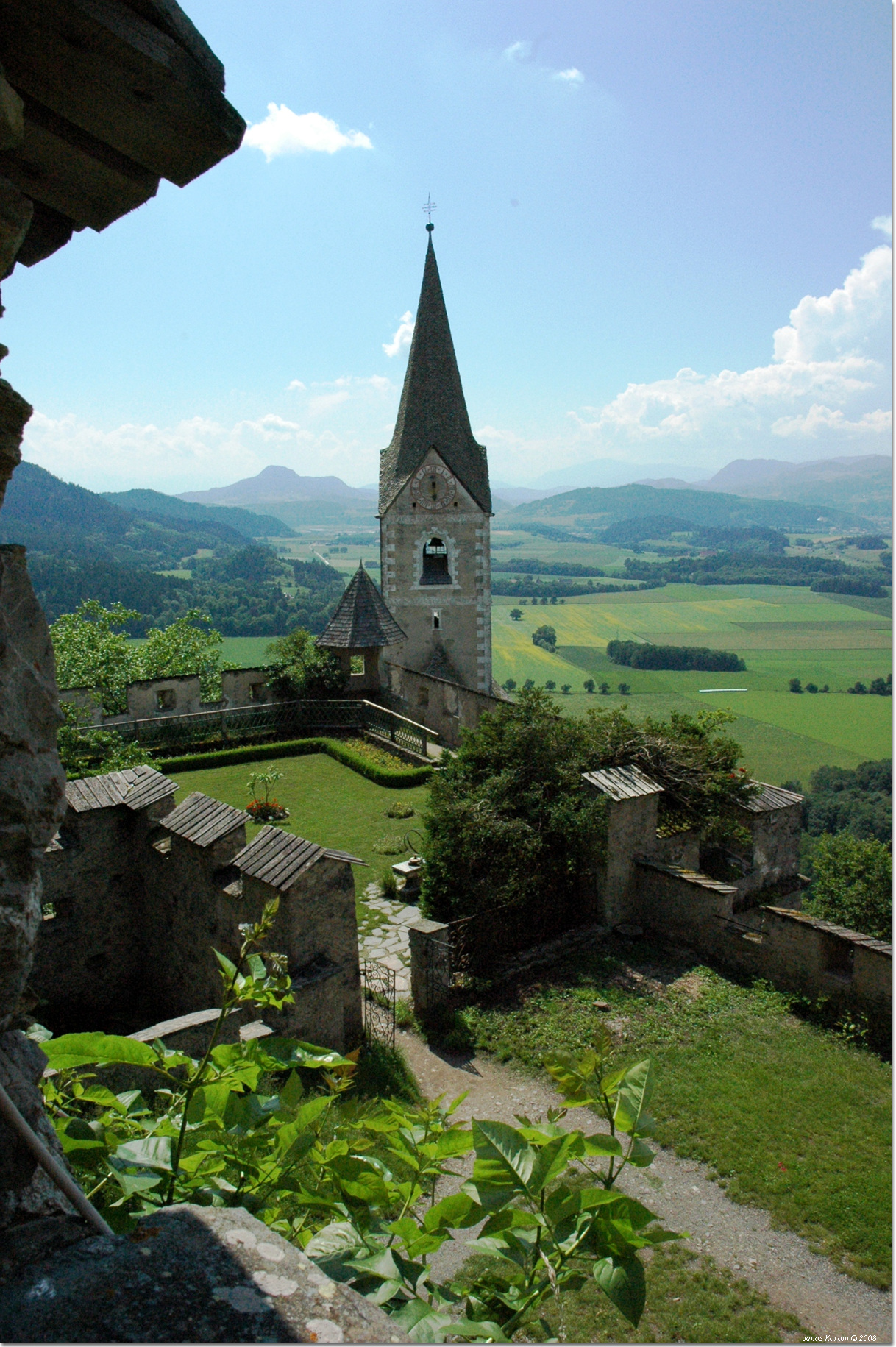 From Hochosterwitz there is a stunning view of Carinthia in Austria.