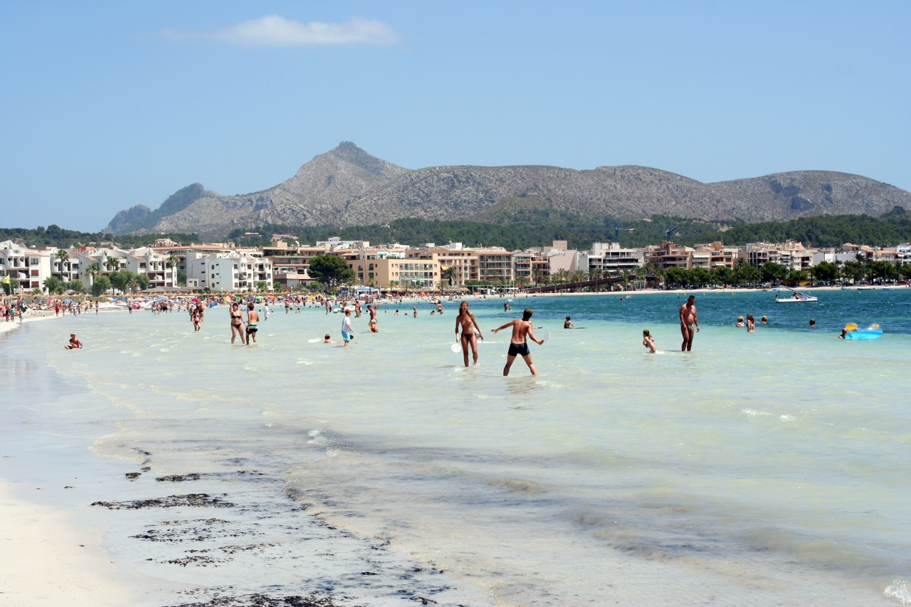 The beaches in Alcudia is very family friendly