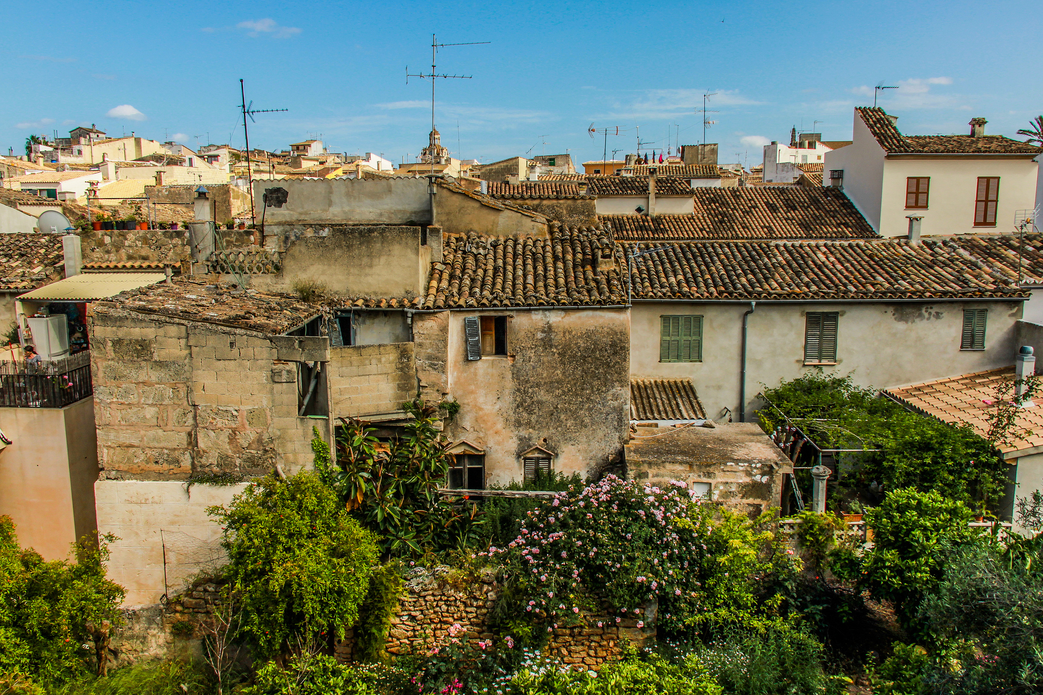 The old town of Alcudia is located a few km in land from the resorts along Alcudia Bay
